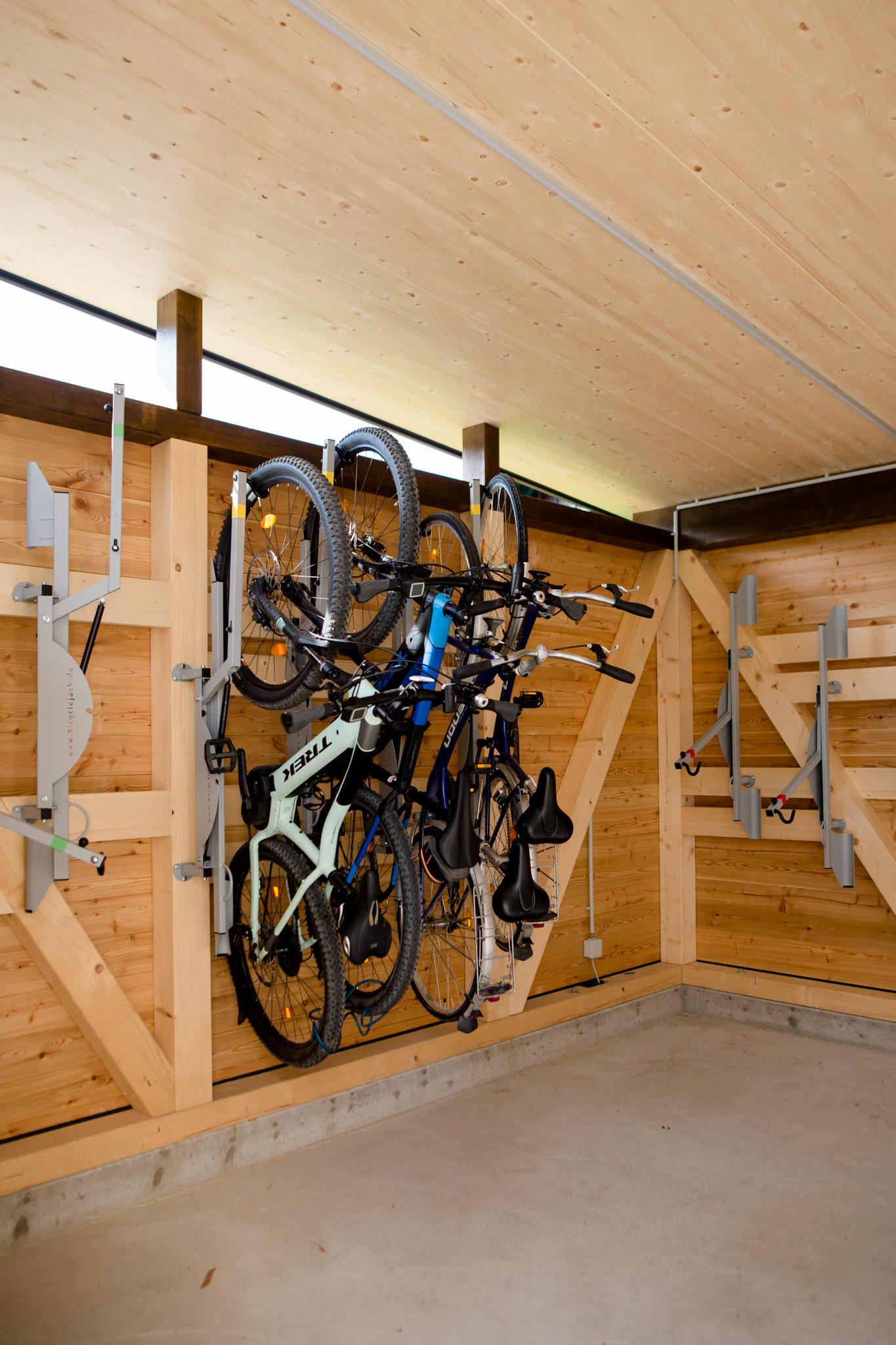Versperrbare Fahrradhütte am Parkplatz vom Kirchenwirt